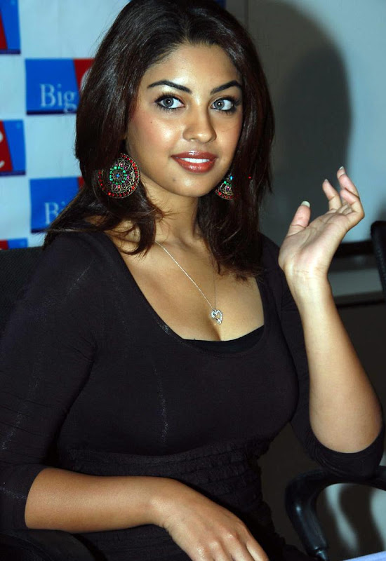 Actress Richa Gangopadhyay Hot Stills gallery pictures
