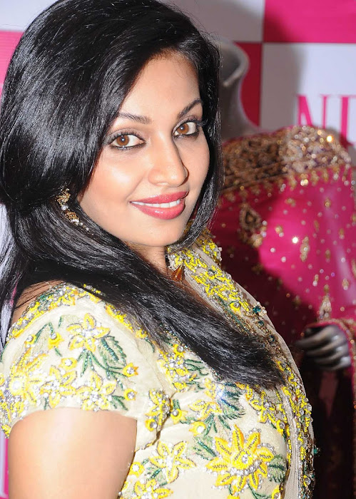 asha saini close up cute stills