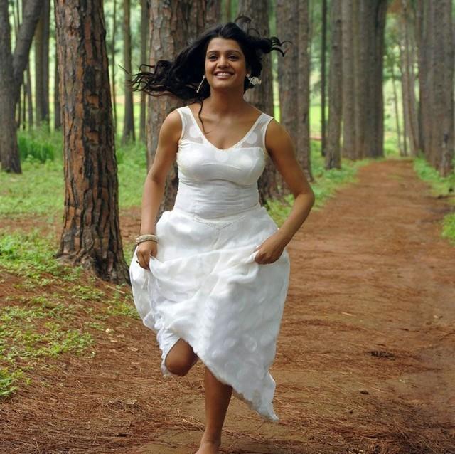 Actress Tashu Kaushik Latest Stills hot photos