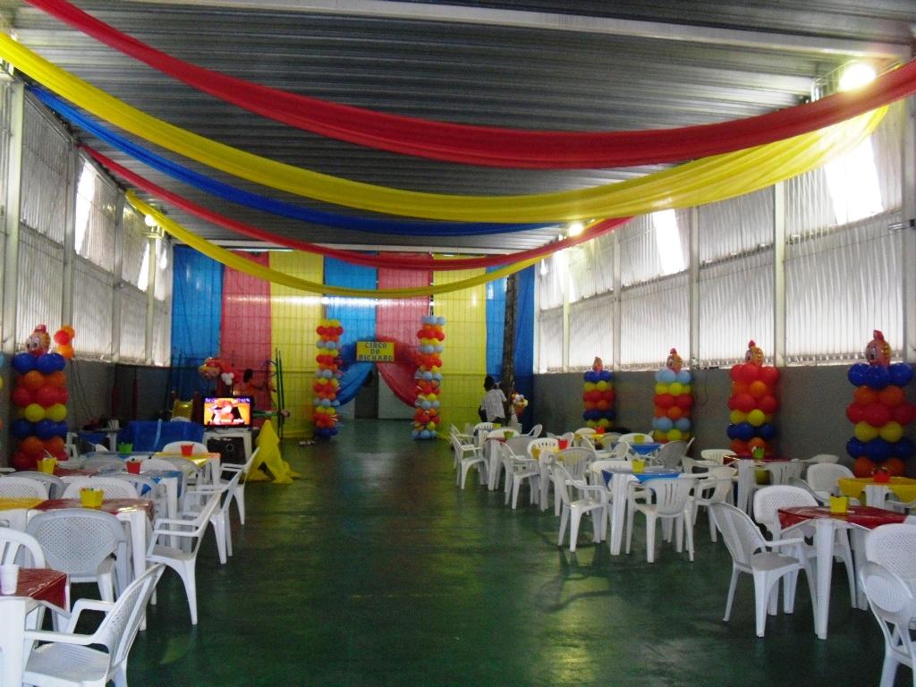 Victoria Decoraç u00e3o Infantil Mesa Temática Circo -> Decoração De Festa Com Balões No Teto