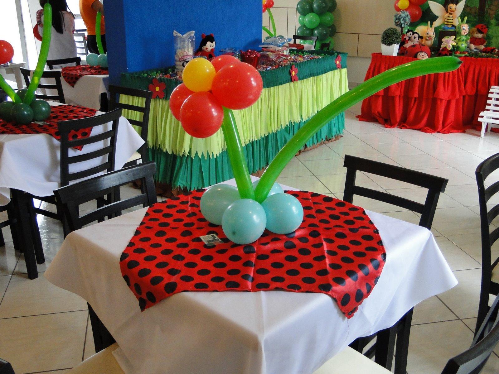 decoracao de festa infantil jardim das joaninhas:Decoração de mesa: toalha + enfeite de mesa