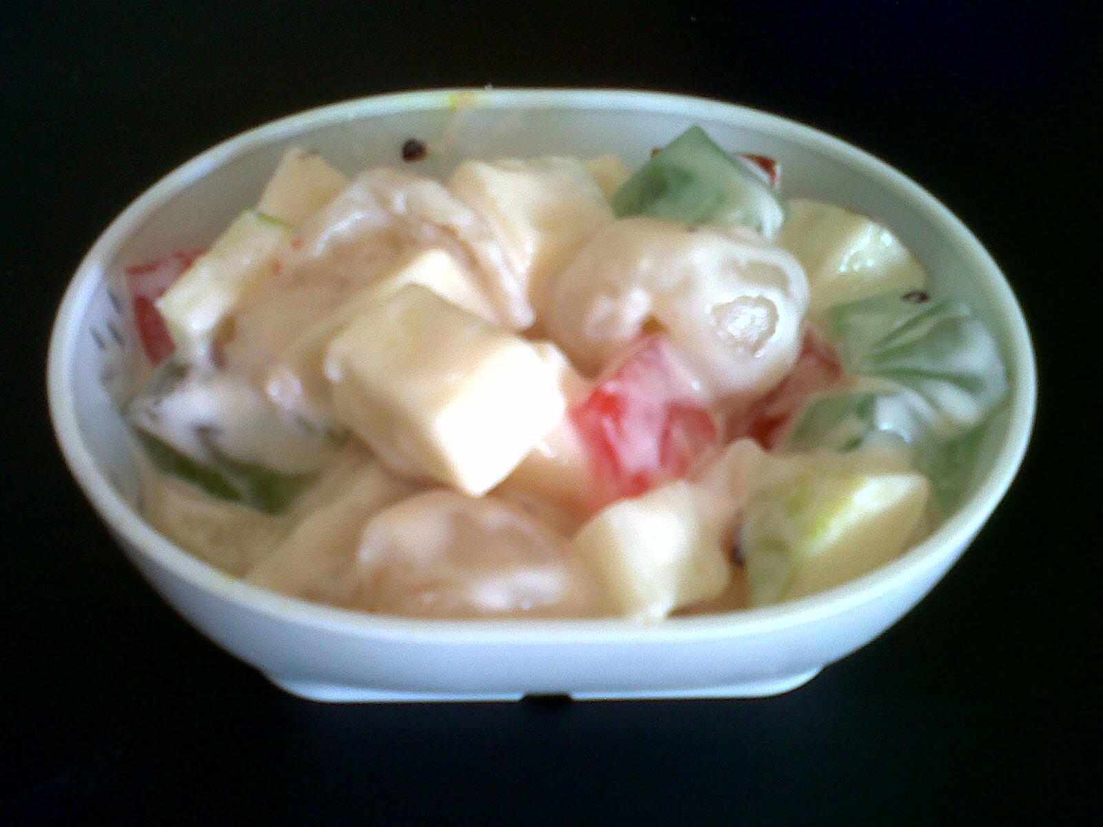 Kok tiba-tiba pengen bikin salad ya?? Yuk bikin salad buah. Anak-anak ...