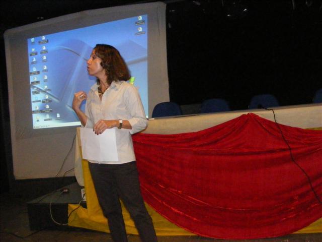 Profª Drª M. Helena Braga falando sobre pesquisa na UFRN