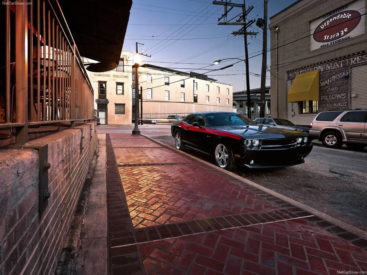 http://2.bp.blogspot.com/_1vrTNYggO-A/TQ5mBxAmxXI/AAAAAAAAAJw/o3q7DIDuX6c/s1600/Dodge-Challenger_RT_2011_1280x960_wallpaper_02.jpg