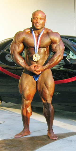 "CHARLES ""ROCK SOLID"" DIXON Mr Olympia 2008 COMPETITOR ● www.robbyrobinson.net/motivation.php ●"
