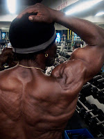 ROBBY ROBINSON AT 64 YEARS - BICEP PEAK TRAINING & POSING AT GOLD'S GYM 2010 ● www.robbyrobinson.net//anabolic-pack.php ●