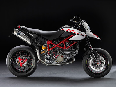 2011-Ducati-Hypermotard-1100-EVO-SP-white