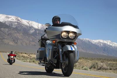 2011-Harley-Davidson-FLTRURoadGlideUltra