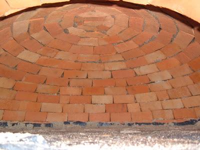 Construction d 39 un four pain d coffrage et d sablage de for Construction four a pain brique