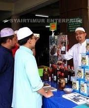 Berniaga di dlm kawasan Masjid Wilayah, K.L.(Anjung B)