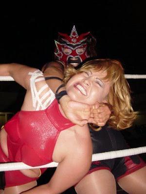 La Amapola - wrestling women - women wrestling
