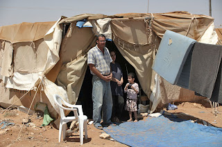 Living conditions in Ruweished camp are harsh, with hot desert storms in the summer and freezing nights in the winter. [© UNHCR/A.van Genderen Stort/July 2004]