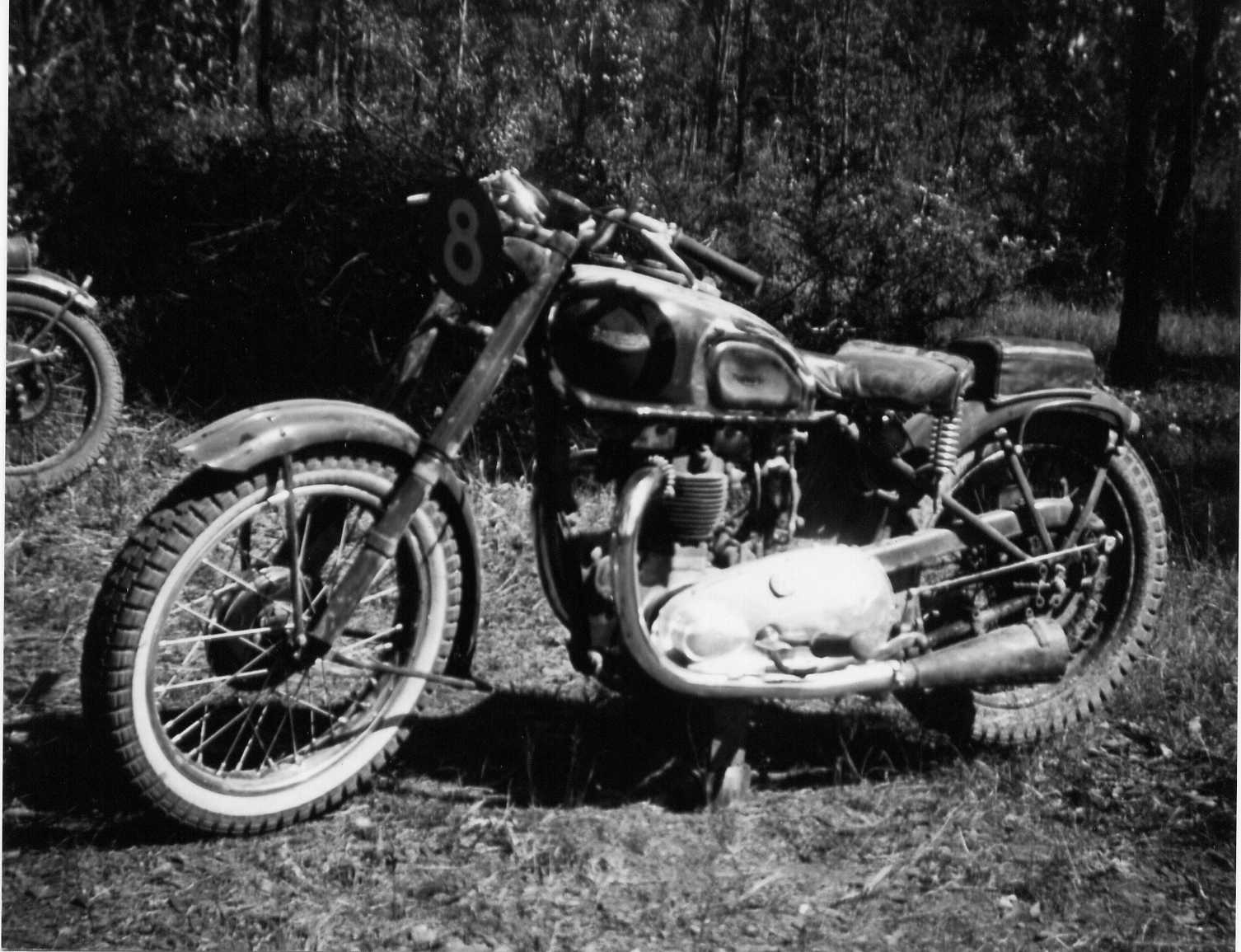 [(2)+++1946+500cc.+Speed+Twin+Triumph.+The+first+bike+I+e+(1).jpg]