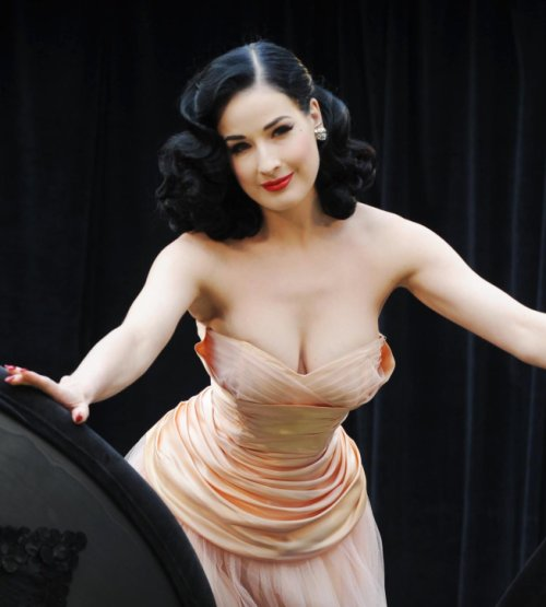 pingoi8mages dita von teese wedding