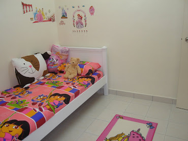Maira's room..also with items yg jual..must buy also for her..