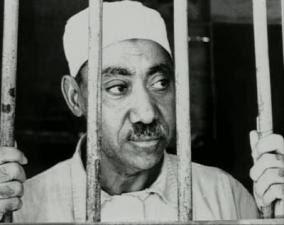 http://2.bp.blogspot.com/_23BEdiGzv94/TBhiLZuW26I/AAAAAAAAAEo/xHiVVqfX7Lg/s320/qutb_in_egyptian_prison_mid-size.jpg
