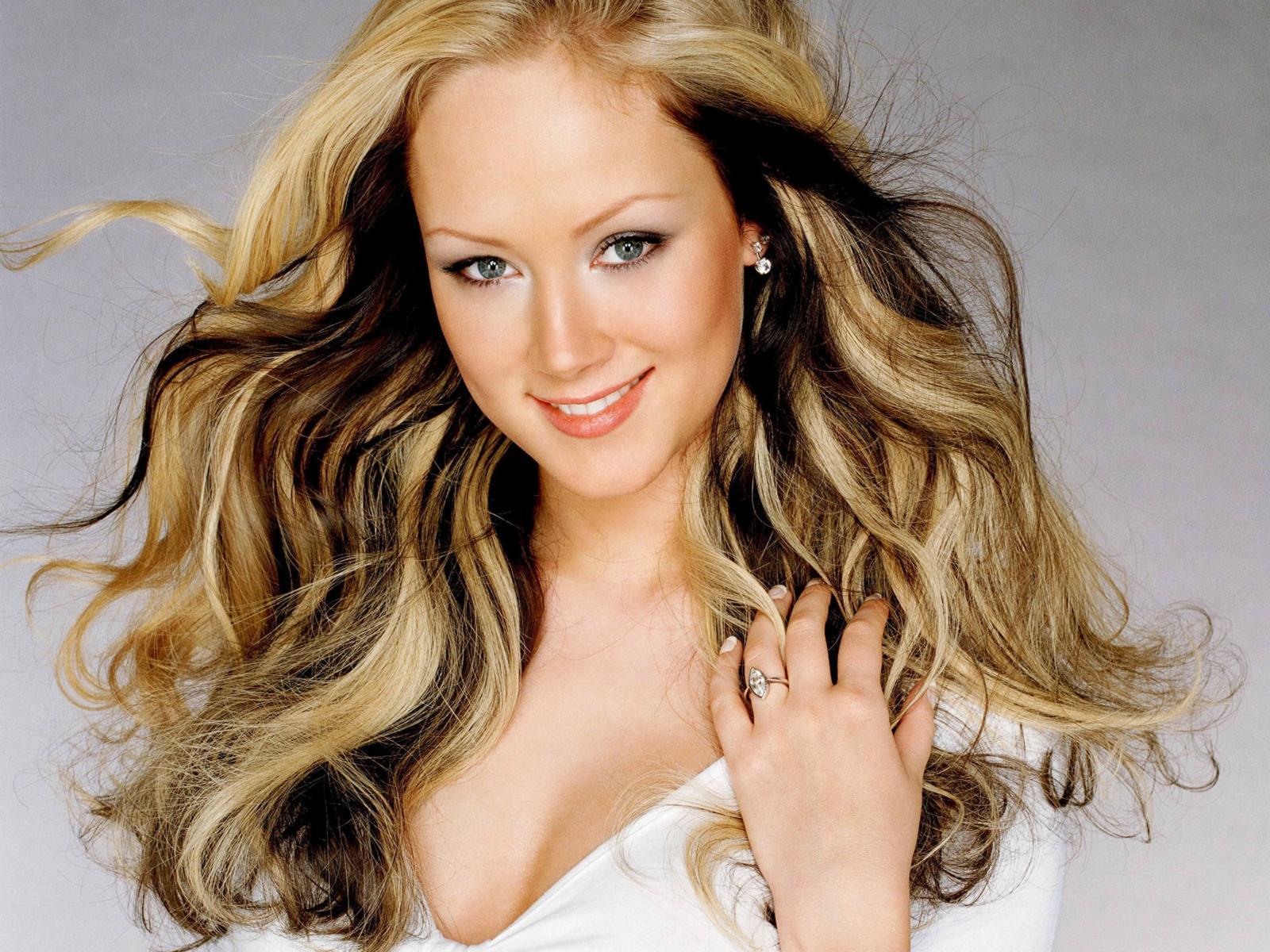 http://2.bp.blogspot.com/_23SmjNby4-o/TOhwEGXovGI/AAAAAAAAALs/8v4ciOQEohs/s1600/natasha_thomas_hair_desktop_wallpaper_87294.jpg