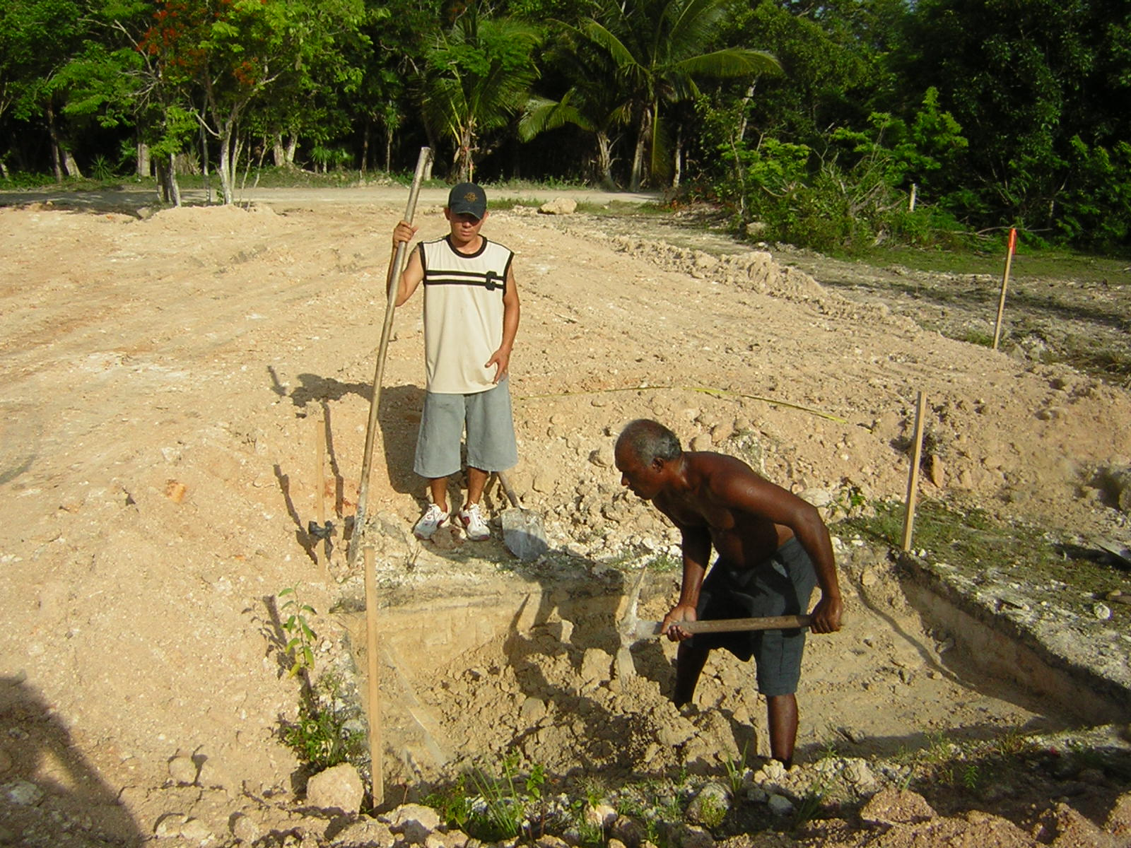 [Louis+and+Raymond+Working+on+the+Pit+8-9-2007+6-51-56+AM+1600x1200.JPG]