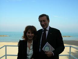 Il Presidente del Circolo Carla Mannetti con Gianfranco Fini