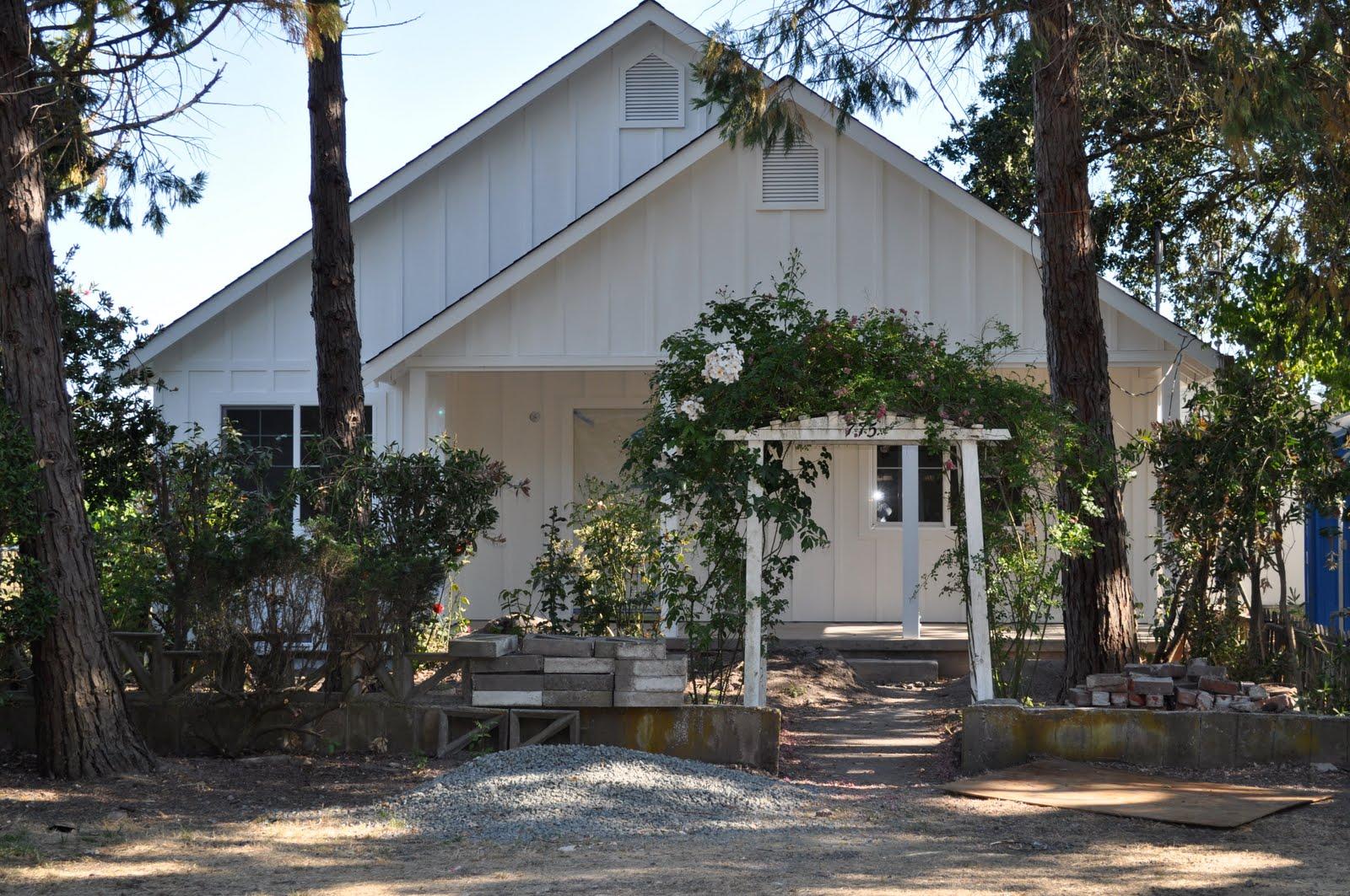 Cute white house | tre sorelle cottage on