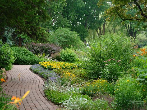 free beautiful garden wallpaper