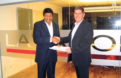 CEO Eurocenter DDC Mano Sekaram(left)and  CTO of LavaSoft, Cliff Everingham,exchanging agreements in Gothenberg, Sweden.