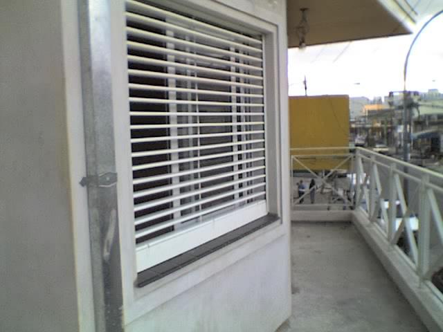 Fabrica de cortina de enrollar en madera aluminio y pvc for Fabrica de aberturas de madera