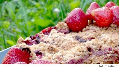 Prosty przepis na wegetariańśkie ciasto z truskawkami: