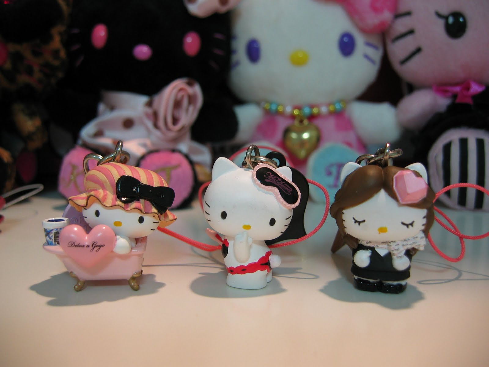 Download Wallpaper Hello Kitty Peach - hello+kitty+033  Trends_4350.jpg