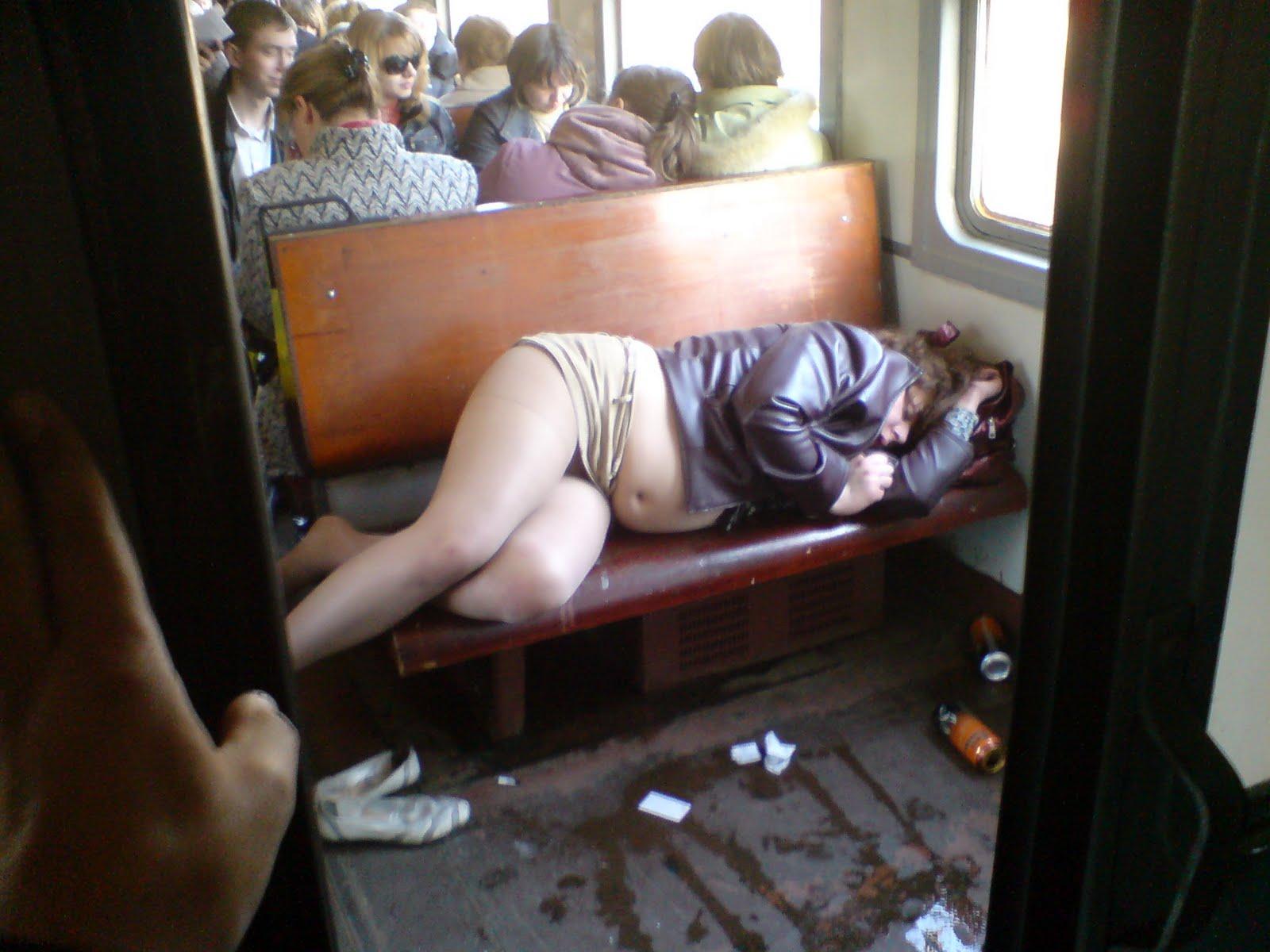 Сильно пьяная женщина 19 фотография