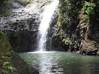 [Maunawili+Falls.jpg]