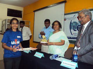 LEADer givingb a momento to Prof. Geetha Bali