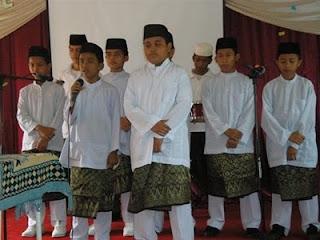 Persembahan Nasyid oleh pelajar tingkatan 1