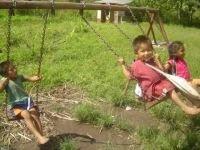 Niños asháninkas jugando - Foto: Asociación Indígena de Perú