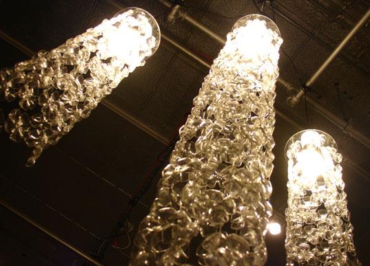 lampadari di plastica : Michelle Brand, Environmental design , da ogni bottiglia di plastica ...