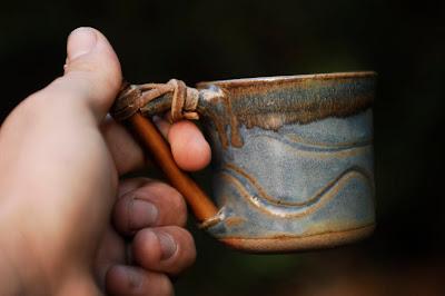 Juego de pocillos, cafetera y azucarera con caña en bandeja - Cuarzo Libre - Alfareria en Gres