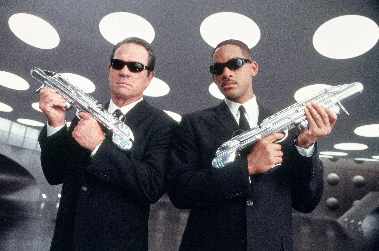 http://2.bp.blogspot.com/_2G68tyoJISk/SddMfyQViCI/AAAAAAAAAA8/7uMJ9zv8gX4/s1600/Men+In+Black+3+Movie.jpg