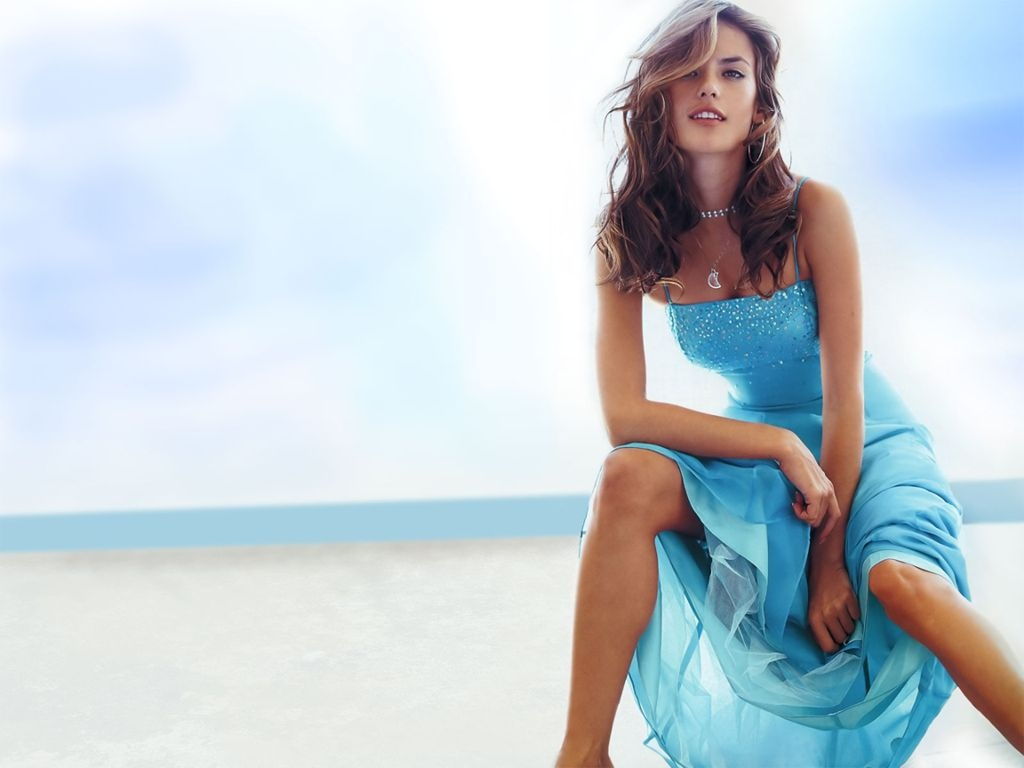 http://2.bp.blogspot.com/_2IU2Nt4rD1k/TUMNaW8DW5I/AAAAAAAACwo/VgswlbWC4Lc/s1600/alessandra_ambrosio_pictures.jpg