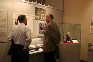 原田先生(右)、笹田元館長(左)