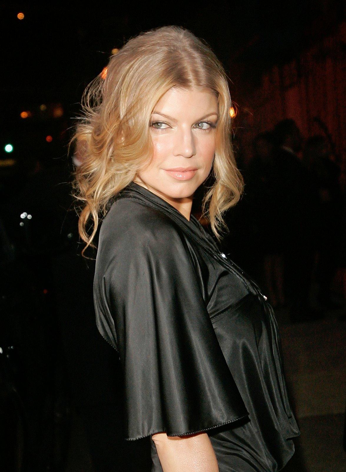 http://2.bp.blogspot.com/_2J0zHNa4gDo/R1CAnEk_jiI/AAAAAAAABWQ/ddTx2ki2T8c/s1600-R/21769_stacy_fergie_ferguson_promoting_wilhelmina_models_02_122_356lo.jpg
