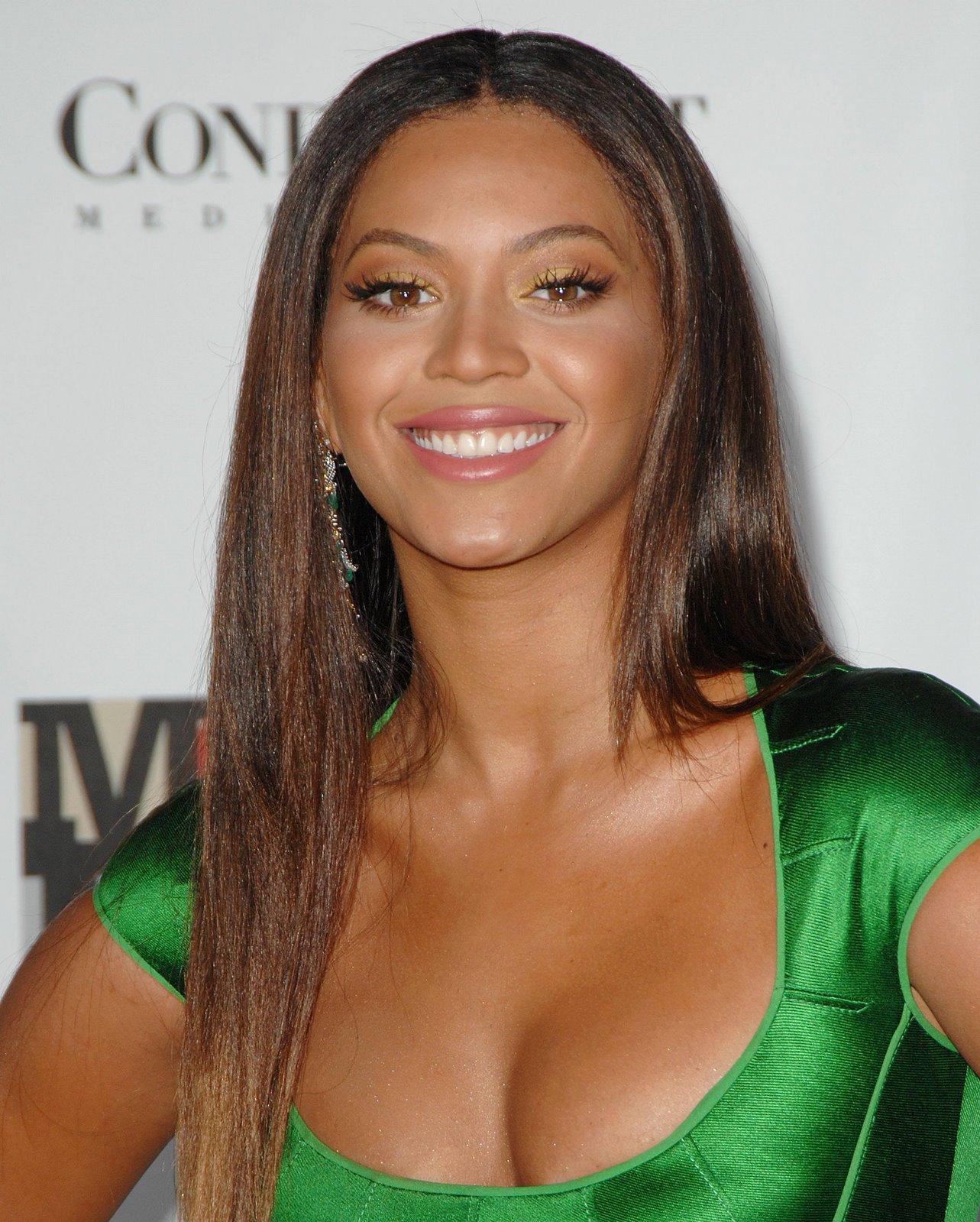 http://2.bp.blogspot.com/_2J0zHNa4gDo/R1RkUEk_kII/AAAAAAAABbA/KzFjtfpVGc0/s1600-R/celebutopia_Beyonce_Knowles_-_Movies_Rock_021207_04.jpg