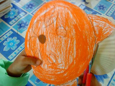 Setelah kering, guntingkan gambar ikut bentuk asal.