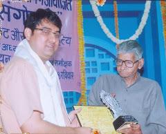 कानपुर में मेधाश्रम संस्था द्वारा सेवक वात्स्यायन के हाथों 'सरस्वती-पुत्र' सम्मान