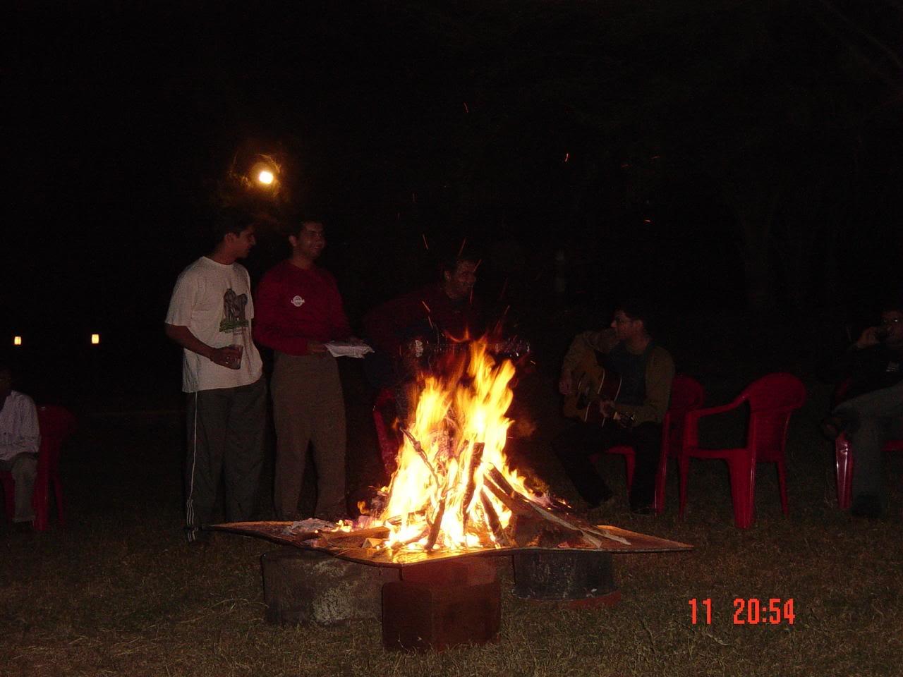 http://2.bp.blogspot.com/_2LcTPIIXUhw/TKqpM9BsnGI/AAAAAAAAAGA/eKJFSEDzgCs/s1600/bon+fire.jpg