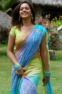 famous celebrity bhavana pictures in saree
