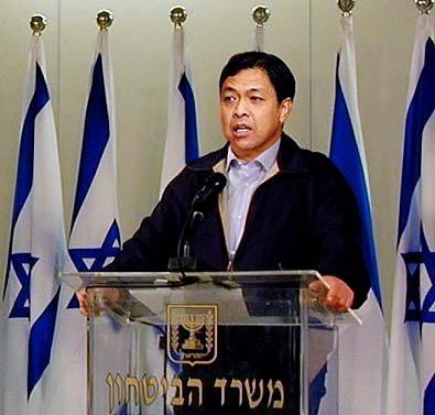 http://2.bp.blogspot.com/_2M-4XwlOfbc/SmgP63rkAdI/AAAAAAAAAlQ/kvG8TXI_d_k/s400/zahid+hamidi+bersama+Ehud_Barak+israel.jpg