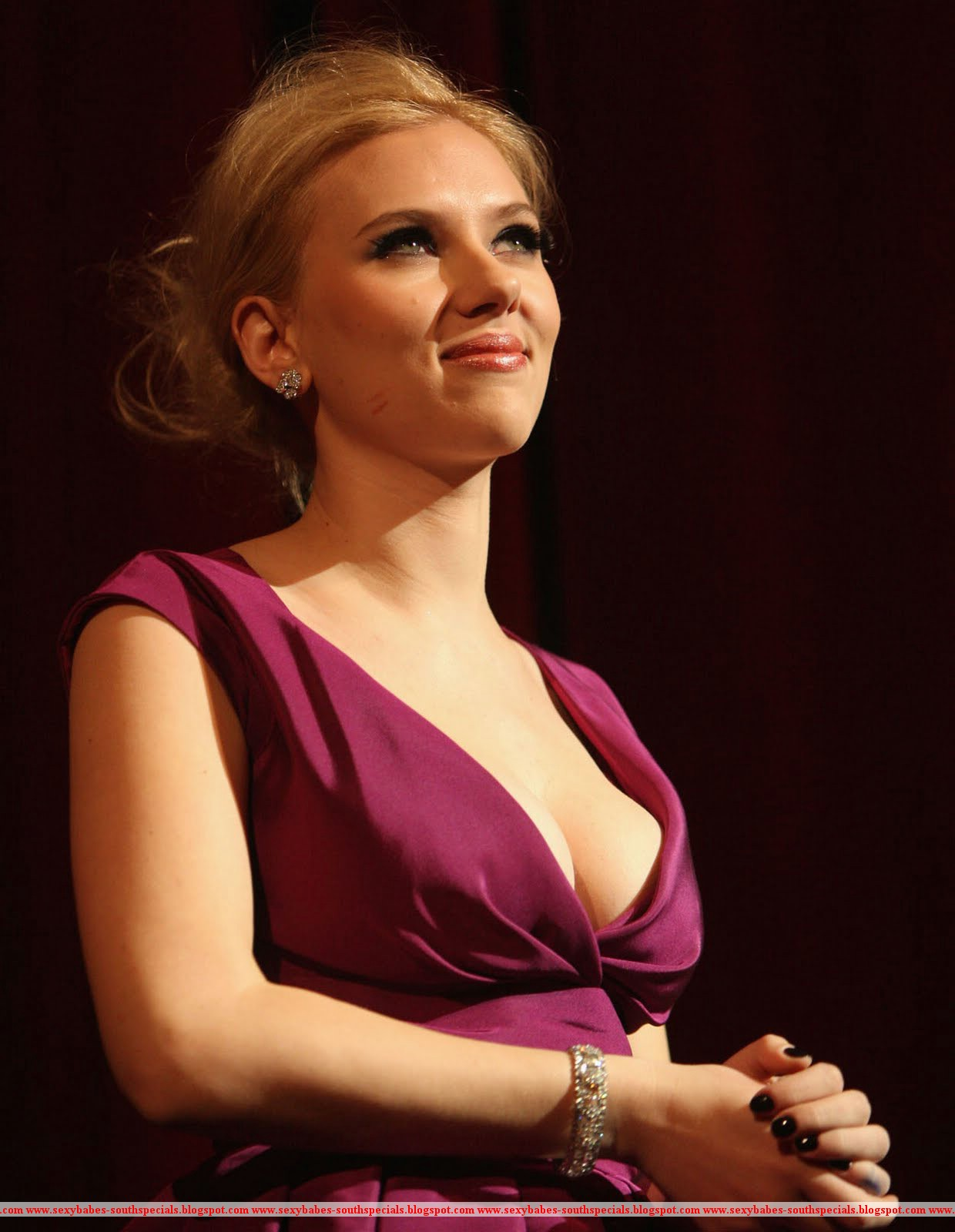 big cleavage johansson Scarlett