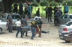 http://2.bp.blogspot.com/_2RP4v5dsw9k/Si2Fp7CTuxI/AAAAAAAACiE/ZQunnpkBp5Y/s320/Homem+mata+ex-mulher+e+suicida-se.jpg