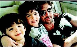 Hrithik con sus dos hijos