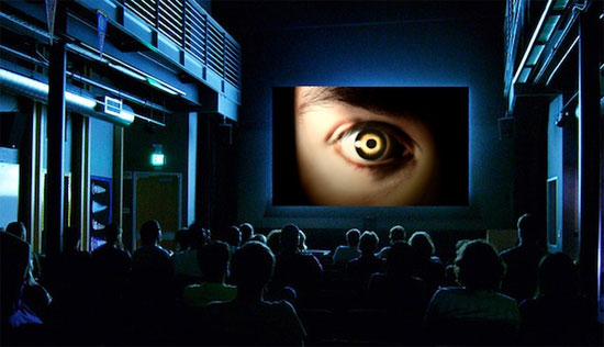 Las pantallas del cine vigilan tus expresiones Movie-watching-audience-with-cams-thumb-550xauto-50822